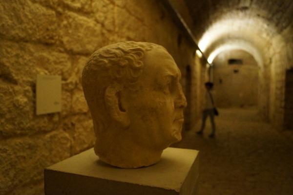 Statue in the cryptoportico