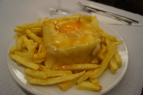 Francesinha topped with cheese